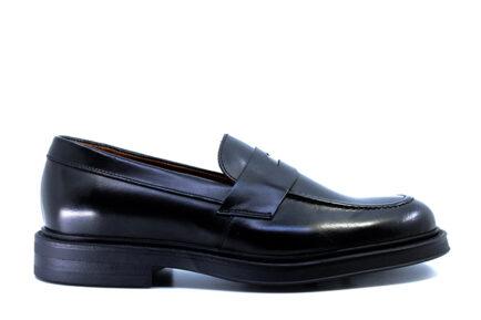 Ανδρικά μαύρα loafers Frau